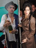 Amy Winehouse asks Pete Doherty to move in
