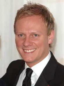 Coronation Street star Antony Cotton is attacked at Aintree