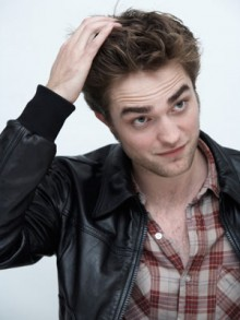 is robert pattinson dating anyone now I was just wondering if rob pattinson aka the gorgeous edward cullen in twilight/cedric diggory in  is robert pattinson currently dating anyone.