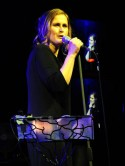 Alison Moyet shows off amazing weight loss in clingy dress
