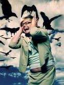VIDEO Alan Carr's homage to The Birds 