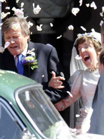 Wedding Dress Shops Manchester on Pictures Coronation Street Stars Film Roy And Hayley Cropper S Wedding