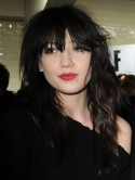 Sexy Daisy Lowe gets her pins out