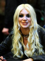  Gossip Girl&#039;s Taylor Momsen wears S&amp;M-style boots to promote new Pretty Reckless album | Pictures | Photos | New