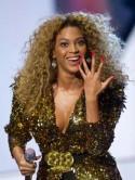 Beyonces hot Glastonbury nails 