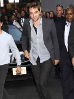 Robert Pattinson | Late Show With David LettermTwilight hunk Robert Pattinson greets the crowds in New York an | Pictures | Photos | New | Celebrity News