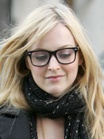 32 Celebrities Looking Chic in Glasses - Fashion Magazine