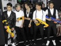 One Direction fool around with toy guns at Men In Black 3 movie premiere in US