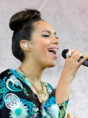 Three easy steps to Leona Lewis's Hackney Weekend topknot