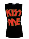 Cara Delevingne says Kiss Me in high street