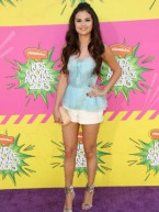 Selena Gomez joins Kristen Stewart at Nickelodeon Kids' Choice Awards
