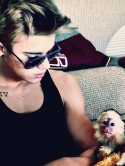 Justin Bieber looks for a zoo to home pet monkey Mally