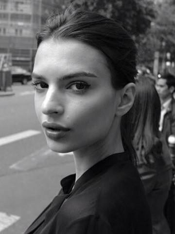 Blurred Lines model Emily Ratajkowski has 'sizzling' time in Paris ...